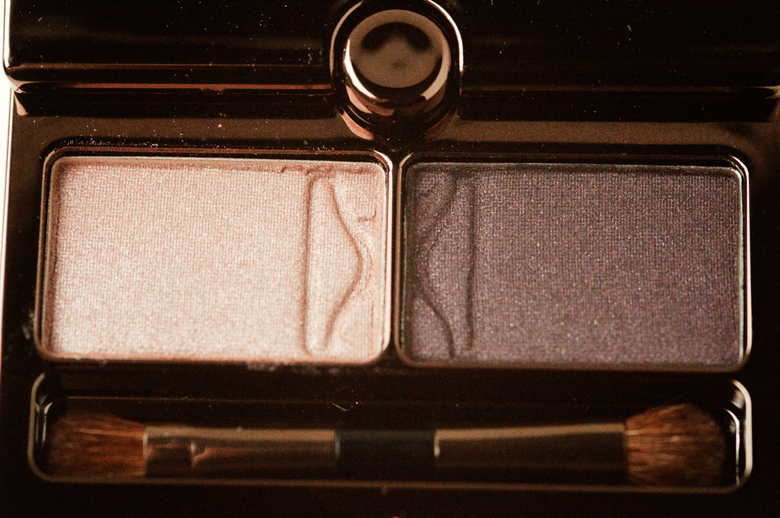 hourglass-eyeshadow-duo-exhibition-closeup