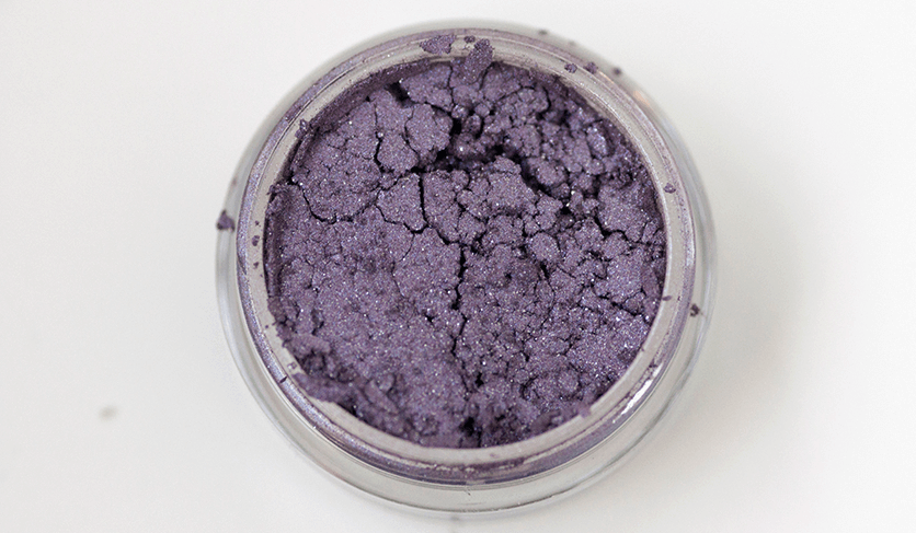 makeupgeek-pigments-closeup-bewitched