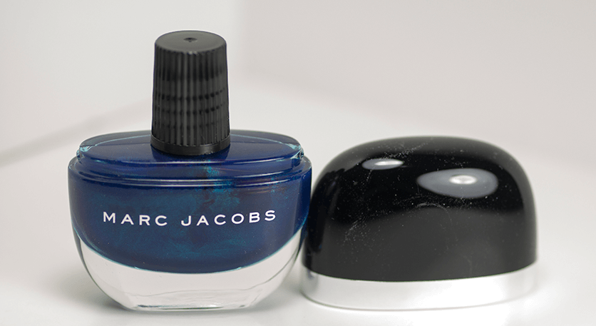 marc-jacobs-nail-polish-blue-velvet-cap-off